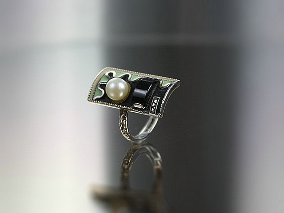 20th Century Decorative Arts: Theodor Fahrner Art Deco silver ring