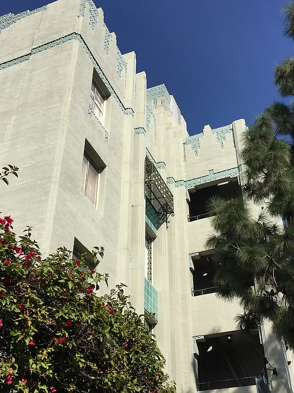 Los Angeles Art Deco Los Feliz Manor apartments