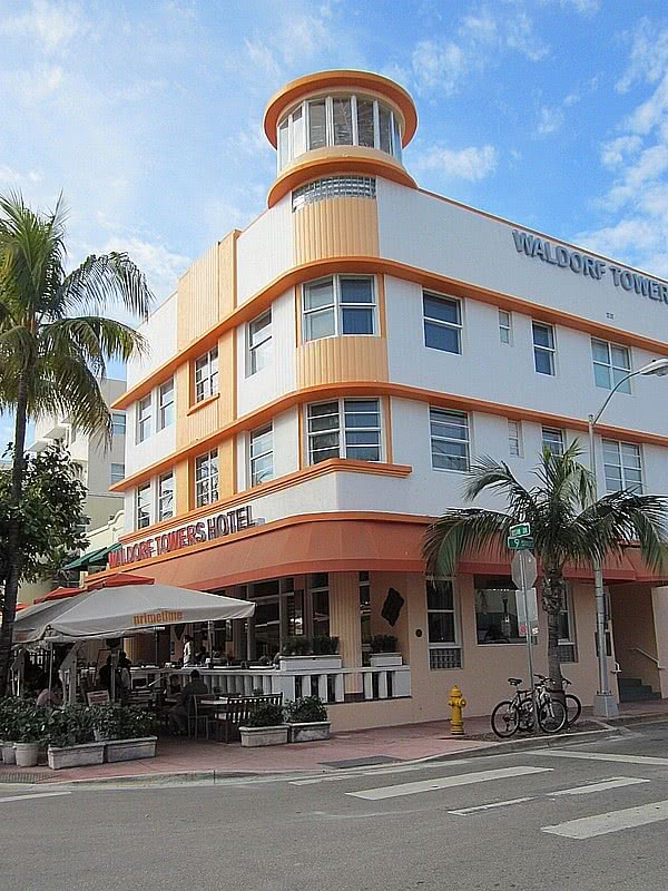 miami south beach art deco waldorf towers hotel