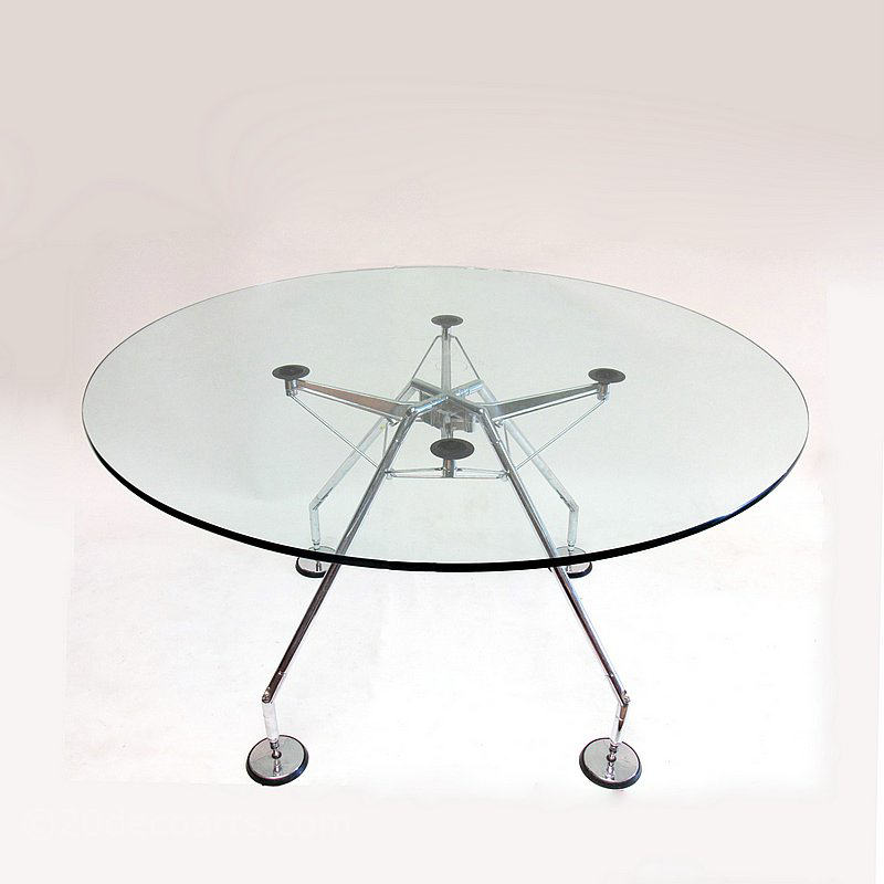 Norman Foster for Tecno Spa, a Nomos Table c1986, with a round glass top.