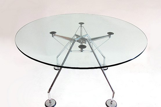 ☑️ Norman Foster for Tecno Spa, a Nomos Table c1986, with a round glass top.