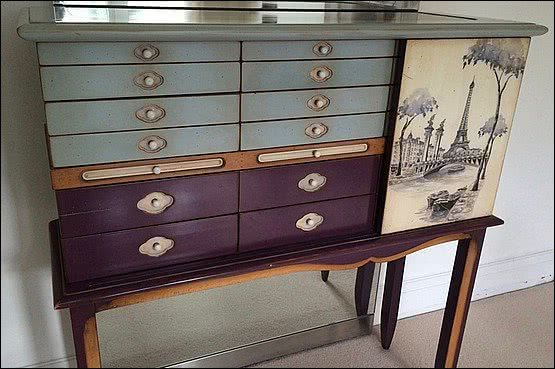 ☑️ 20th Century Decorative Arts |Stunning Collectors Cabinet on legs