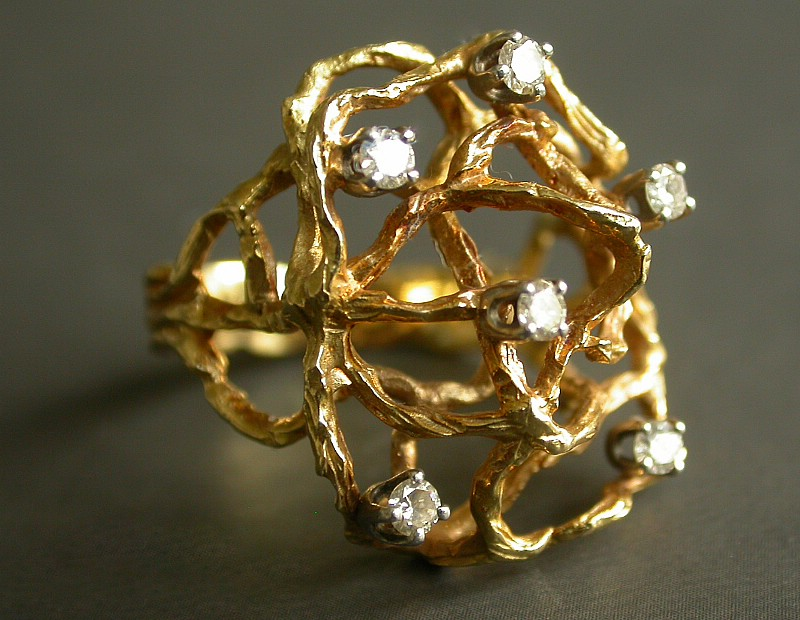 Modernist ring in 18ct gold set with 6 diamonds, c1970's