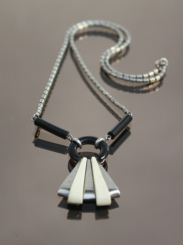An Art Deco Henkel & Grosse chromed brass and tricolour Galalith necklace, Germany 1930s.