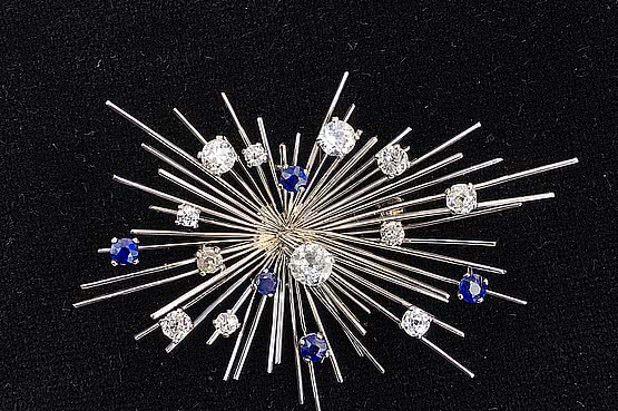 ☑️ 20th Century Decorative Arts | 18ct white gold sapphire and diamond Starburst brooch