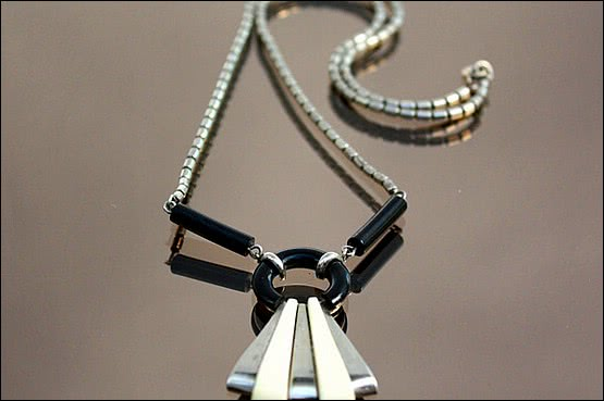 ☑️ 20th Century Decorative Arts |chrome galalith necklace