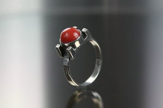 ☑️Modernist silver ring with coral and flattened spur                 shoulders