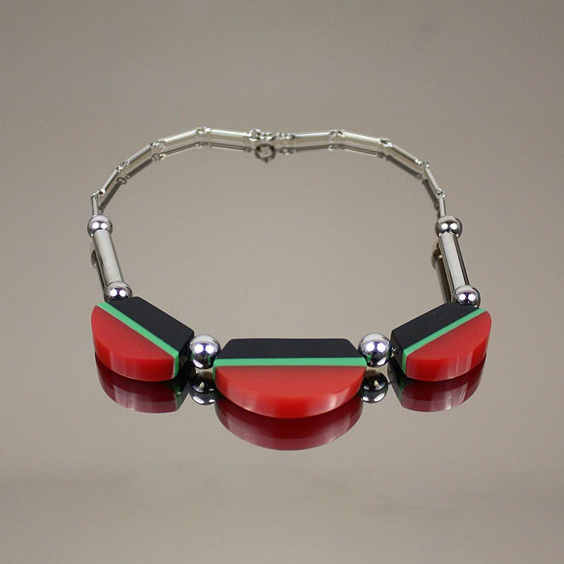 20th Century Decorative Arts |An Art Deco Jakob Bengel chromed brass and tricolour Galalith necklace, Germany 1930s.