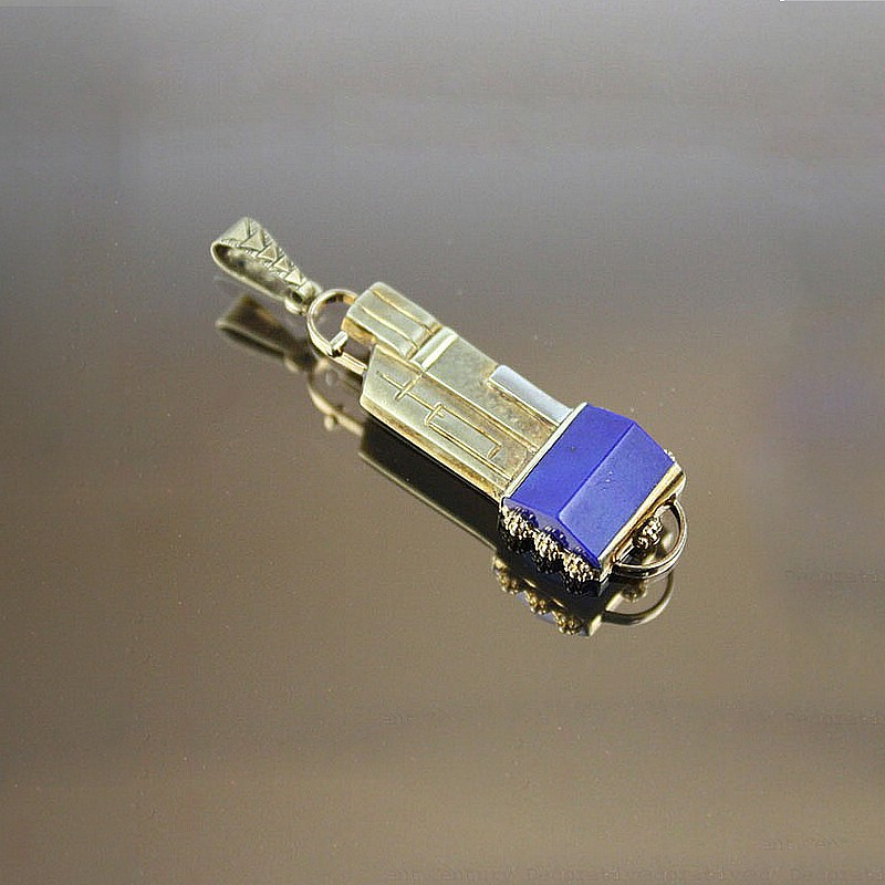 20th Century Decorative Arts |A 14K yellow/white gold and lapis lazuli pendant,    Germany late 1920s