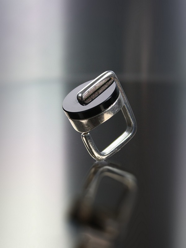 20th Century Decorative Arts |A modernist silver onyx ring 1930