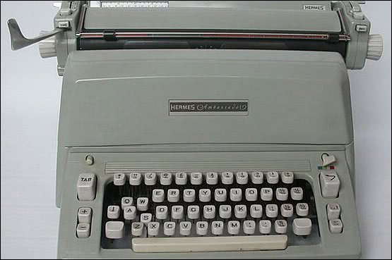 ☑️ 20th Century Decorative Arts |Hermes Ambassador Typewriter with original cover in excellent condition c1960's.  This was a top of the range typewriter (above the Hermes 3000 which Jack Kerouac used - his sold for $22,500)