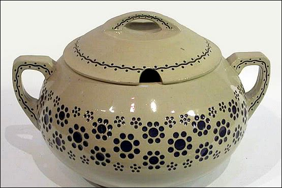 ☑️ 20th Century Decorative Arts |Marzi & Remy stoneware soup tureen / punch bowl of Jugendstil design. Marzi & Remy, Hoehr-Grenzhausen.