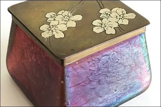"☑️ 20th Century Decorative Arts | Art Nouveau Kralik ""Pink Oil Spot"" iridescent glass inkwell"