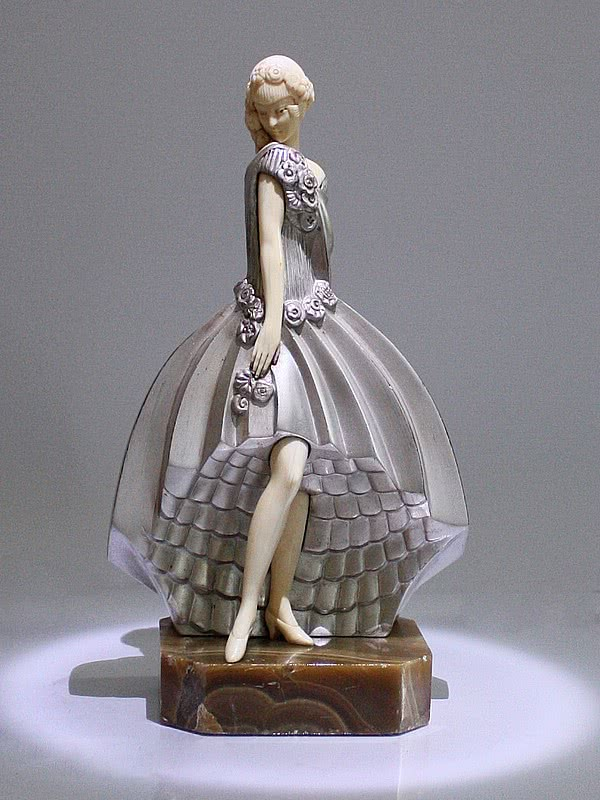 20th Century Decorative Arts |Raymonde Guerbe - Art Deco Bronze Ivory figure
