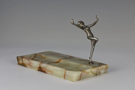 ☑️ 20th Century Decorative Arts |art deco dancing lady figurine For Sale