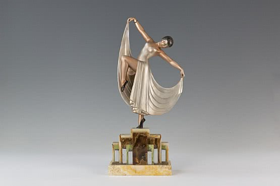 ☑️ 20th Century Decorative Arts | Art Deco Spelter Figure 1925